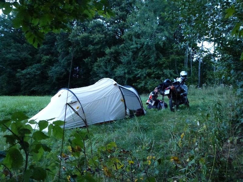 Zelten am Waldrand
