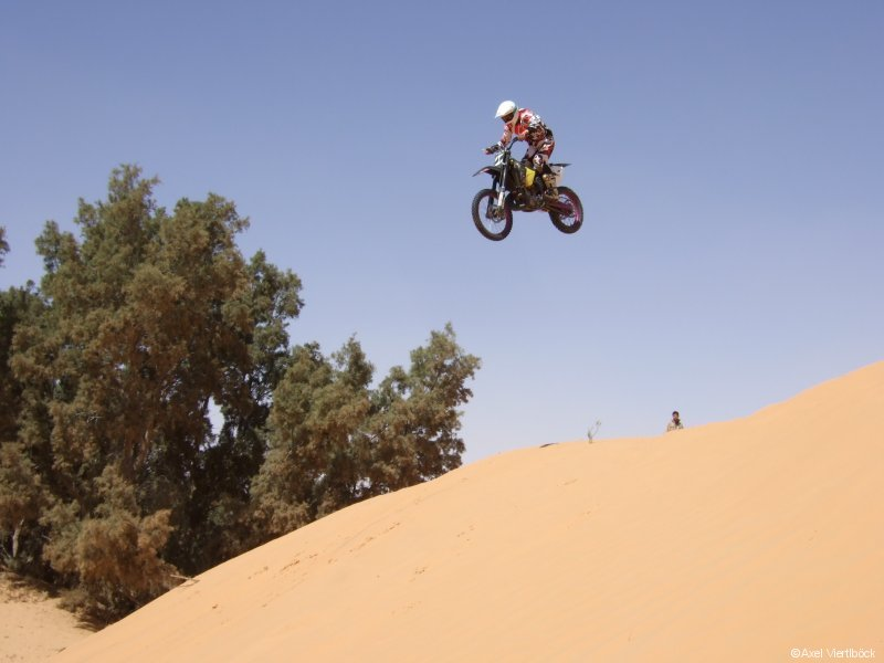 Crosser in Ksar Ghilane