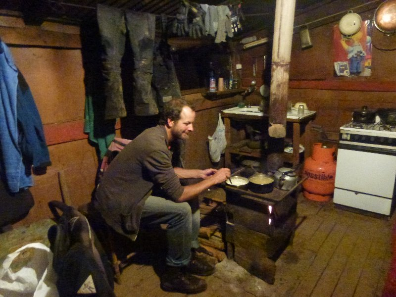 Kochen und Sachen trocknen am Holzofen