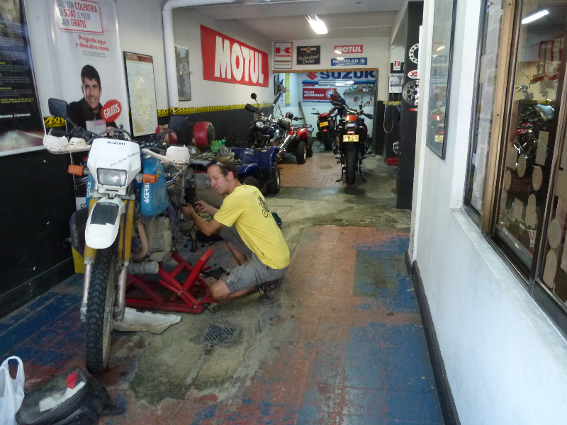 Motorradwerkstatt in Cali